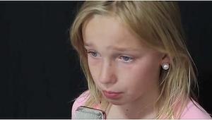 Den 11-årige pige skrev selv sangene. Allerede efter 7 sekunder forstod jeg, hvo