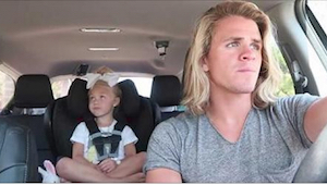 Hun undrede sig over hvad hendes mand lavede med deres adoptiv datter i bilen. D