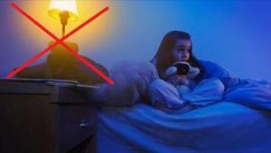 En alvorlig årsag til at børn aldrig bør sove med lyset tændt.