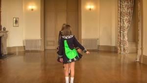 Måden disse små piger danser på er utroligt! Du vil ikke kunne tage dine øjne fr