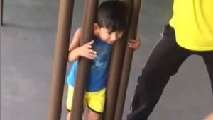 Faderen forsøgte i to timer at befri sin søn fra fælden. Da han forstod, hvor si