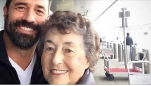Igennem 20 år tog hun sig af sin syge mand. Da han døde, ringede hendes søn til