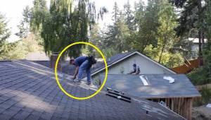 Tagdækkere udfører roligt deres arbejde på taget, da nogen pludselig skruer op f