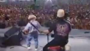 Den 4-årige viste sig på scenen med sin egen harmonika, og stjal hele publikum f