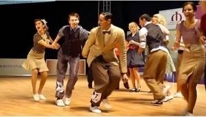 Se, hvordan de Boogie-Woogie danser! Jeg blev træt af bare at se på dem - hvor f