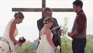 Præsten bad bruden om at gøre plads til sin søster ved alteret. Derefter overras