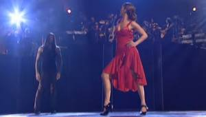 Jennifer Lopez ser smuk ud i en flamenco kjole, men når hun er sammen med danser