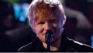 Da den beskedne og som sædvanligt ydmygt smilende Ed Sheeran viste sig på scenen