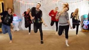 Otte søskende lavede en video som julegave til forældrene! Den er allerede et hi