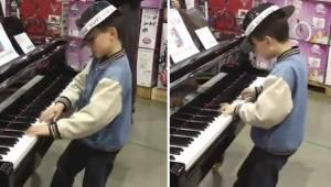 Pludselig gik drengen gik hen til klaveret, som stod i butikken, og gav en demon