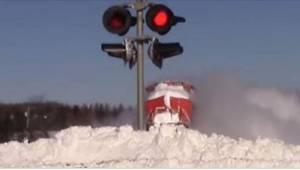 Da bilisten så, hvordan lokomotivet kæmpede sig frem gennem snemasserne, greb ha