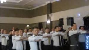Brudgommen bad sine gæster om at danse en traditionel irsk dans sammen. Effekt?