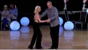 Publikum gik helt amok, da disse to viste sig på dansegulvet. Umiddelbart ser de