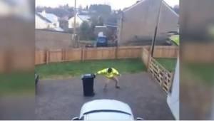 Da hans kone så, hvad han lavede udenfor, greb hun kameraet og lavede en viral f