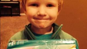Med sin bemærkning om trusseindlæg fik drengen alle i butikken til at le!