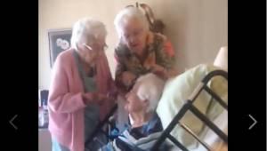 Hver af disse søstre er over 90 år gamle, og på trods af dette opfører de sig so