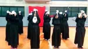 Da de 12 nonner begyndte deres optræden, var der ingen, som havde regnet med SÅD