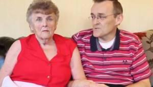 Moren med avanceret demens genvinder hukommelsen, efter at hendes søn ændrer hen