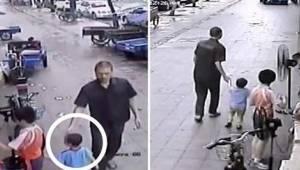 Drengen løb og legede med sine brødre foran butikken, da en mand pludselig kom h