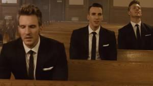 BrakTre sangere, en tom kirke og klassikere fra The Beatles. Det er garanteret,