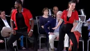 Parret begynder deres optræden til dansekonkurrencen, og et øjeblik senere kan h