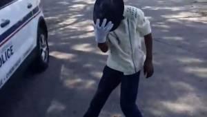 Da en politibetjent optog en 12-årige dreng, som dansede til Billy Jean, havde h