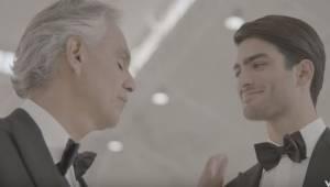 Andrea Bocelli synger her for første gang i en duet med sin søn. Det er en melod