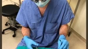 Den 8-årige dreng har en enorm bøn til kirurgen, lige inden han skal opereres. F