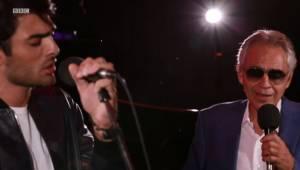 Andrea Bocelli optrådte live med sin søn. Deres optræden har henrykket alle seer