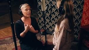 Pink sang i en duet med sin 7-årige datter. Denne optræden er simpelt hen magisk