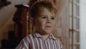 Den lille dreng ved endnu ikke, at den gave han netop har fået, vil ændre hele h