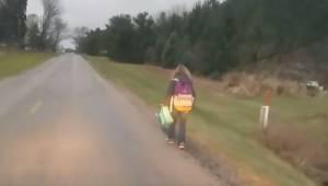En 8 km spadseretur i frostvejr. Det er den straf en far gav sin datter, efter a