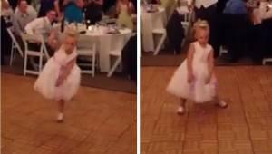 Under bryllupsfesten overtog den lille pige dansegulvet helt for sig selv, men a