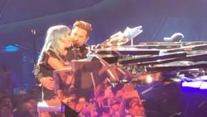 Lady Gaga og Bradley Cooper optræder for første gang live med hittet fra filmen