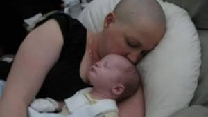 Lægerne fortalte den grædende gravide kvinde, at hun var nødt til at afbryde gra