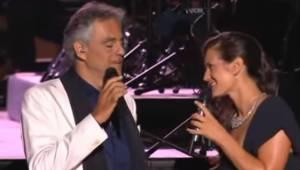Andrea Bocelli begejstrer igen! Denne gang i en duo med sin pragtfulde kone. Det