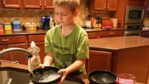 Forskere er kommet til den konklusion, at børn, som hjælper deres forældre i hje