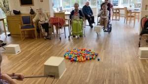 Medarbejderne på plejehjemmet udtænkte en særdeles original underholdning, sådan